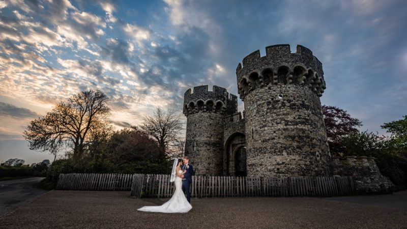 Cooling Castle Barn Kent   Kent Wedding Photographer   Graham Baker Photography