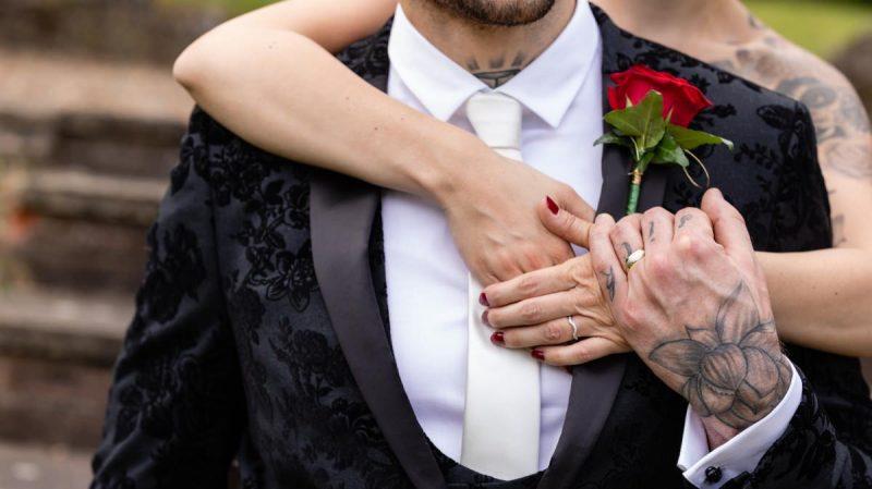 Alternative wedding couple Portraits | Tattooed Bride and Groom | Black & Red Wedding Style